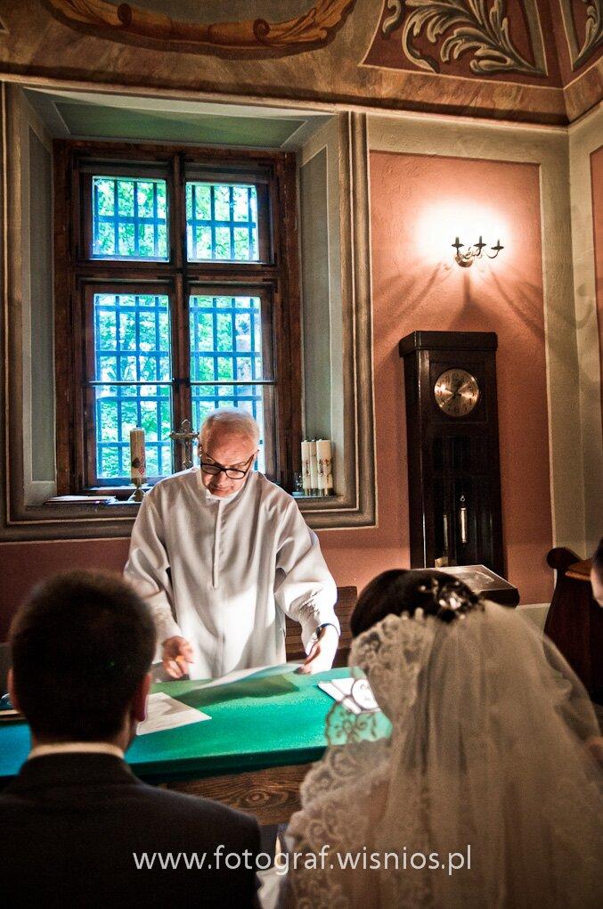 ślub-kościół-usc-suknia ślubna-przysięga-obraczki-fotograf ślubny-Wiśnios-20